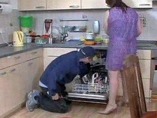 YourLust Porno - Horny Housewife Seduces Craftsman