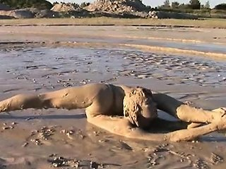 VipTube Porno - Versatile Blond Going In Mud