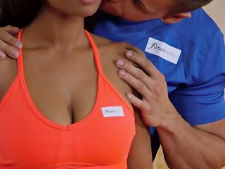 EmpFlix Porno - Ebony Babe In Hot Leggings At The Gym Porn Videos