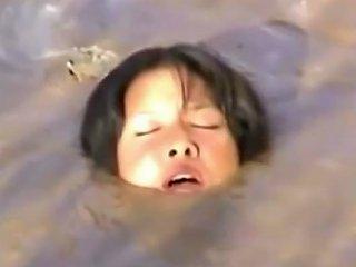 JizzBunker Porno - Mud Girls