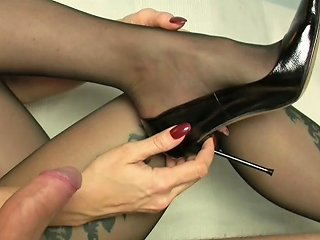 XHamster Porno - Cum On Dangling Feet In Pantyhose Free Porn 3a Xhamster
